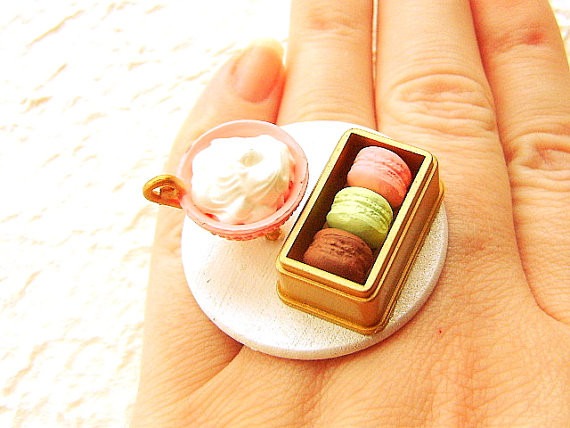 Elegant Food Ring Hot Chocolate Macarons - USD 15