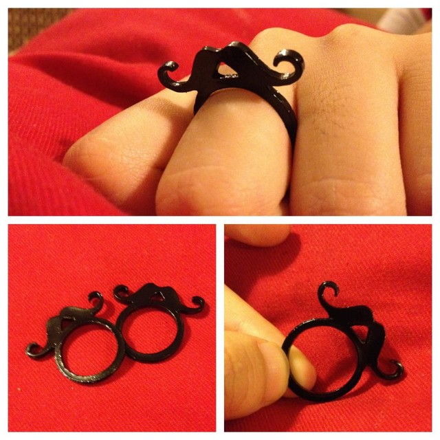 Vertical Mustache Ring - MYR 12.00