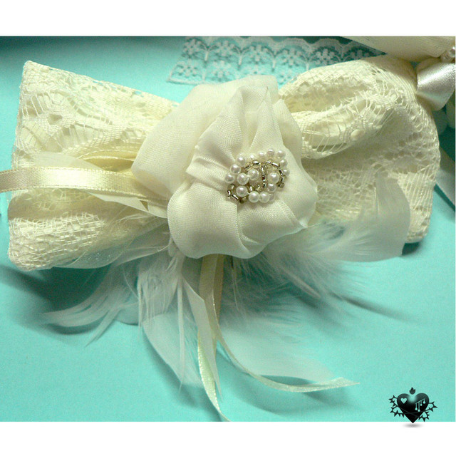 Handmade ivory lace hairclip - SGD 6.5