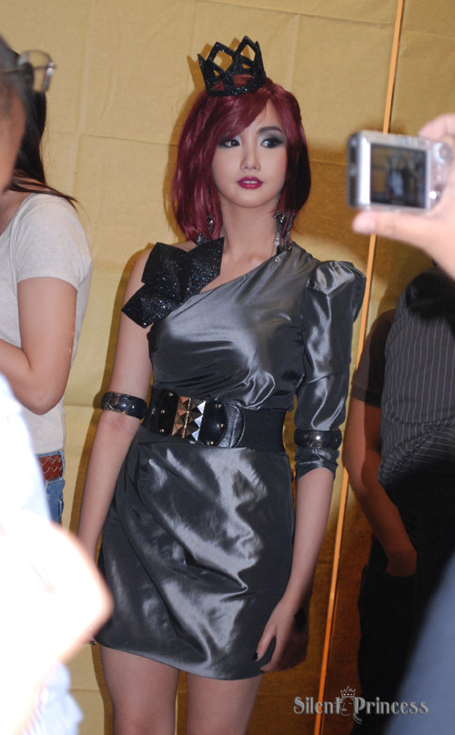 Alodia Gosiengfiao @ Jay Tablante Photographys Les Femmes Fatales Exhibit