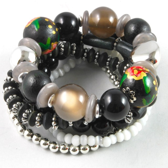 $16.90 - Bangle- Beads Design - SGD $16.90
