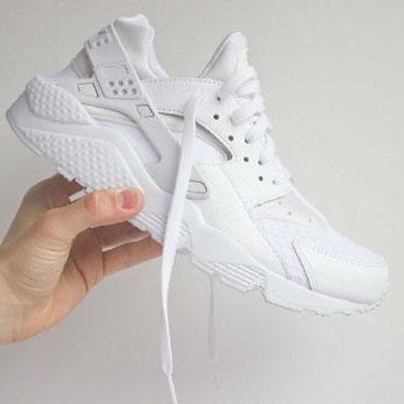 白色球鞋穿搭