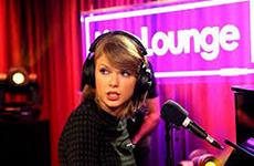 Taylor Swift 的歌陪伴你受傷的心