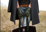 秋冬的肩上時尚, 除了一定要的經典百搭黑外, 更要輕量卻大容量, 才能貪心的塞進滿滿的禦寒衣物和保養品, 不是嗎?   肩上時尚
