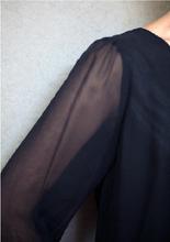 微露的性感最高招! 可透過輕薄的材質, 挖洞的設計來隱隱的透出膚感! 輕薄的小性感