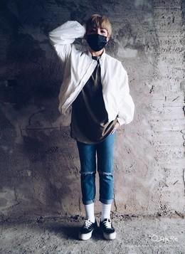 第一次賣了白色風衣棒球外套,白色超容易髒,可是卻又好好看! 我愛我的牛仔褲,很愛他的刷色與破壞~VANS想要多買幾雙。