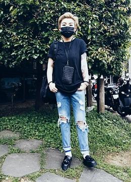 有時候穿搭不需要有多華麗, 不需要太多名牌,其實自己的態度才能穿出自己。