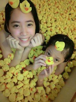 黃色小鴨淹沒我跟小寶娣!呱呱呱♥♥♥
