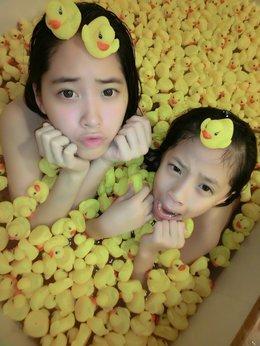 好想念娜娜,都不能一起泡澡玩小鴨~