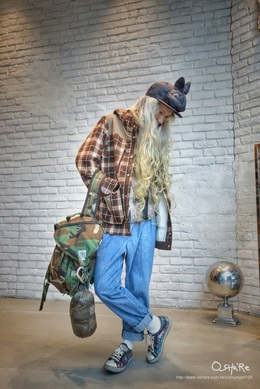AS SEEN ON Chuckle Cap:VIVETTA x Francesco Ballestrazzi[merci] Accessory:GUCCI Shirt:White Mountaineering[03] Jacket:White Mountaineering[03] Bag:Epperson Mountainering[Hotel V] Pants:PHENOMENON[03] Shoes:paul smith