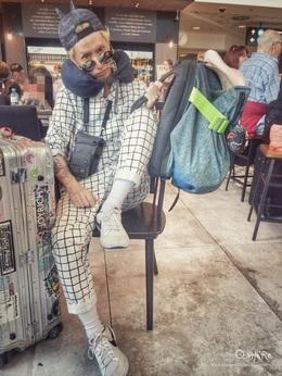 想過過背包客的乾癮但還是想時髦渡假😛,[Cote&Ciel]盔甲前包伸縮的空間容量滿足我的載運感,貼背的夾層包覆保護著這次旅程所攜帶的所有電子拍攝器材,各空間的暗袋設計也讓我的旅費、護照證件都收藏的安好無恙😏👍🏻 開心這次 coteetciel盔甲包幫我時髦的完成這趟布達佩斯&布拉格的背包旅程💪🏻